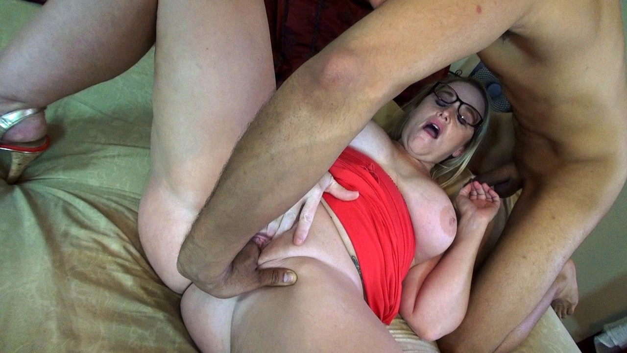 Naughty amateur Dee Siren sucks the jizz from a cock after exposing herself
